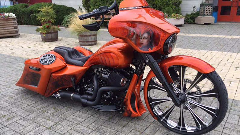 Orange Street Glide Bagger